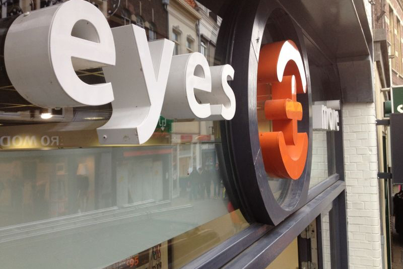 Raambelettering outdoor eyes+more stores